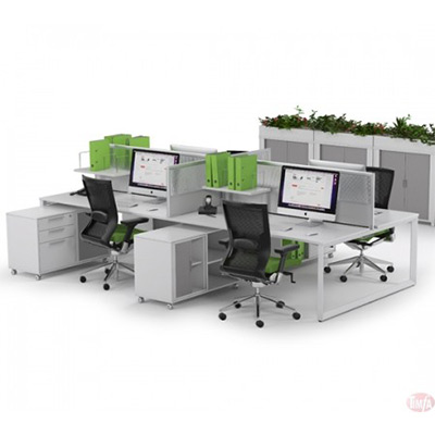 Straightline doublesided Desk including central screens: 4